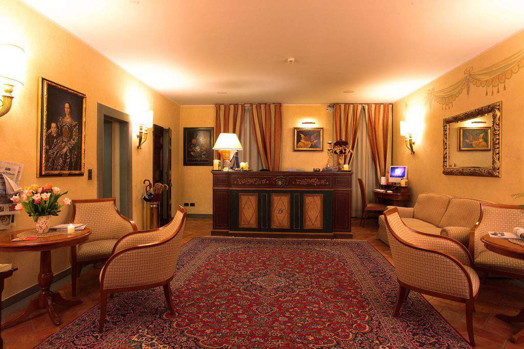 hotel davanzati firenze booking,hotel davanzati tripadvisor,hotel davanzati to train station